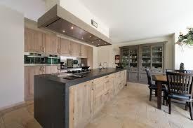 Maat keukens van hout